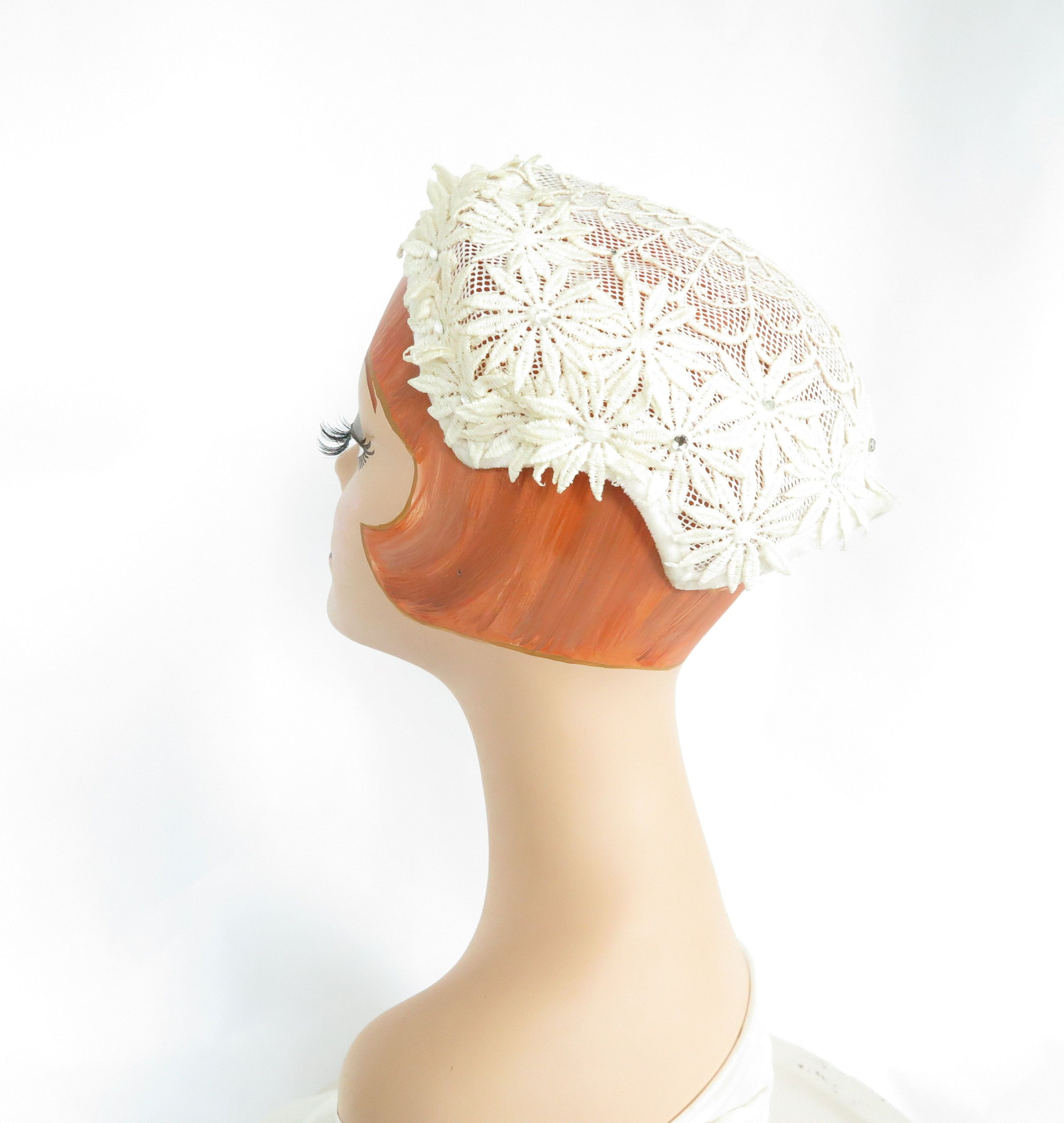 Burlesque headdress Cocktail hat lace Weddings 1950/'s Ivory bridal hat with vintage brooch large veiling Country chic