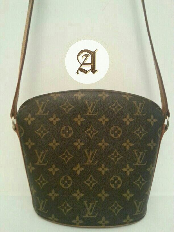 614a37073e99 Used Authentic LV Monogram Drouot Crossbody Bag  1850 aed Its in a very  good condition  Height 22cm Width 20-25cm Depth 10.5cm Shoulder 115-130cm  ...