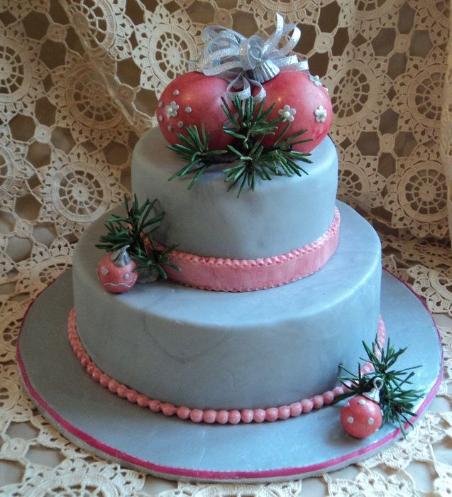 Birthday cake, looks like a Christmas ornament cake