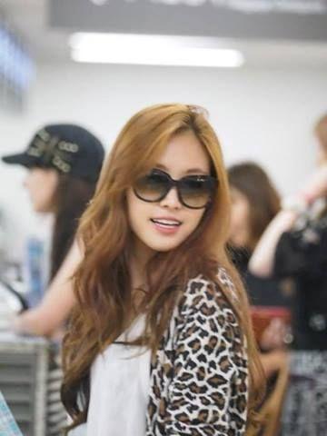 APink Na-eun airport fashion | Long hair styles, Hair ...