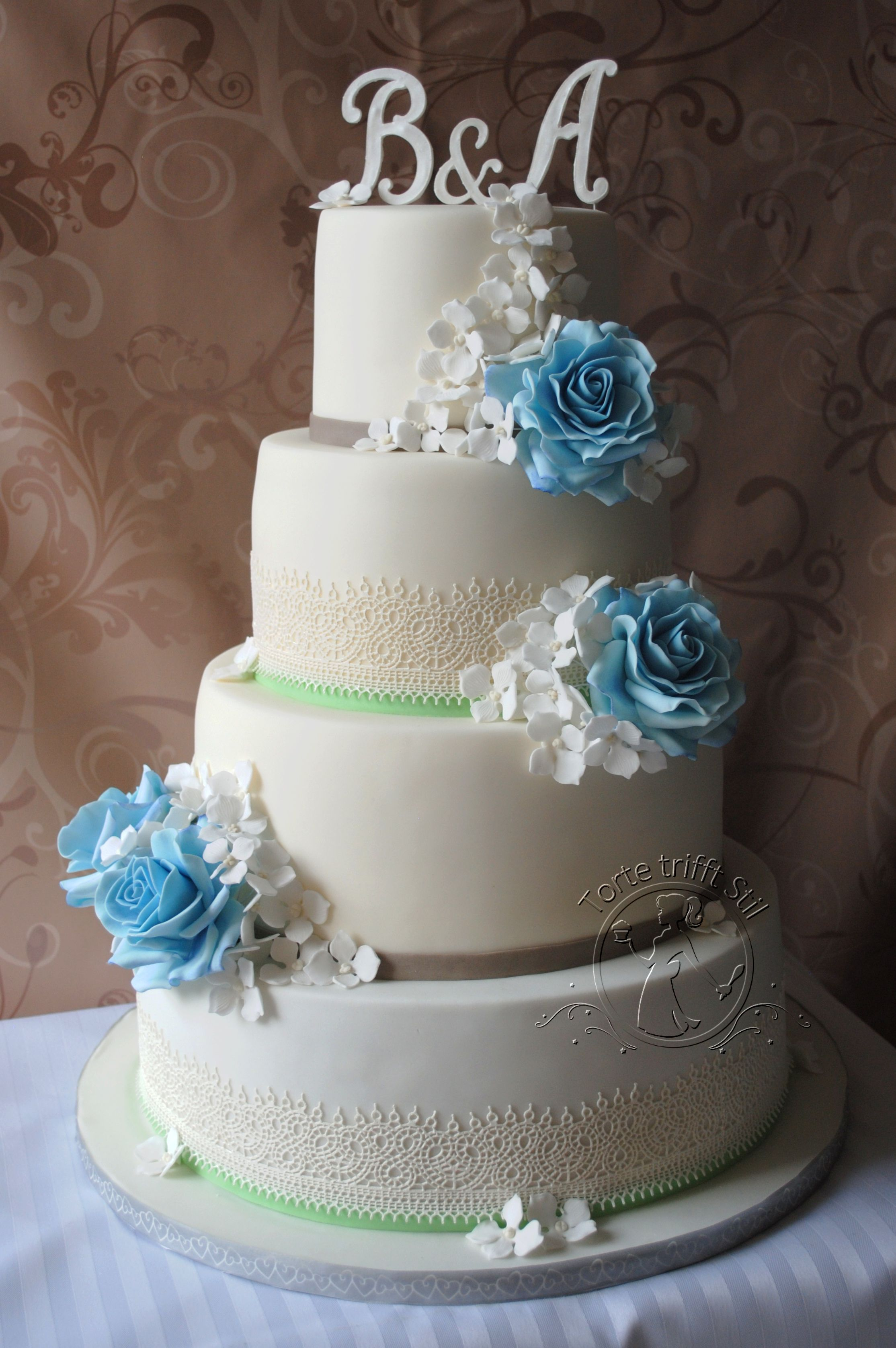 Hochzeitstorte Mit Blauen Rosen Torte Trifft Stil Meine Torten