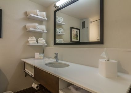 Source Hampton Inn Forever Young Bathroom Vanity Base And White Engineered Quartz Tops On M Alibaba