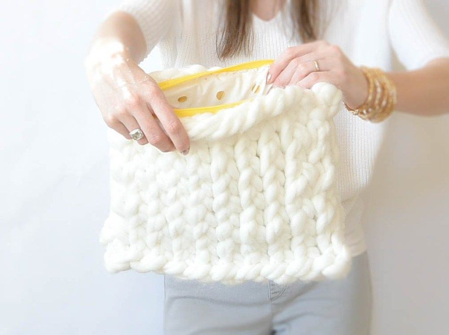 91a2905979b8b2 Big Knitted Easy Bag Pattern. Uses 2 skeins Loops and Threads Biggie and  size 50 knitting needles.
