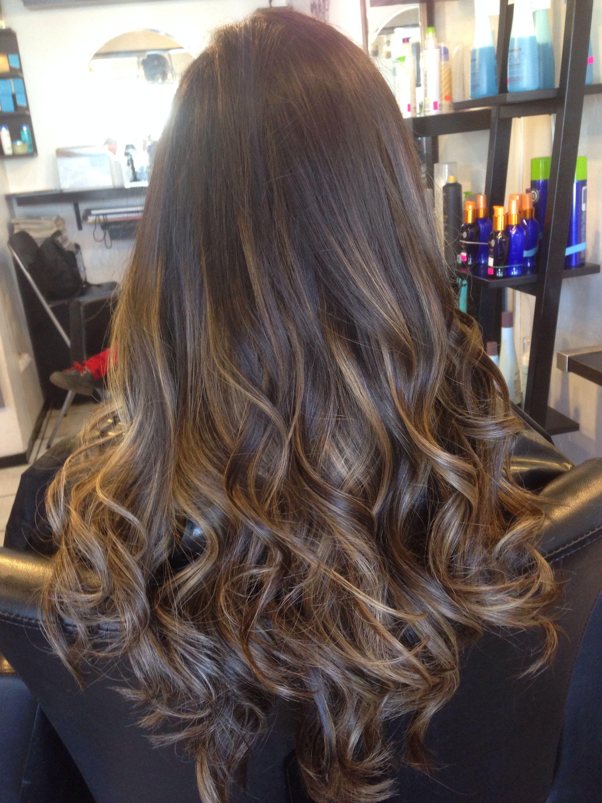 Sombré hairstyle Sombré hair http://jurovalendo.com.br/2014/11/17/sombre-hair-o-novo-loiro/