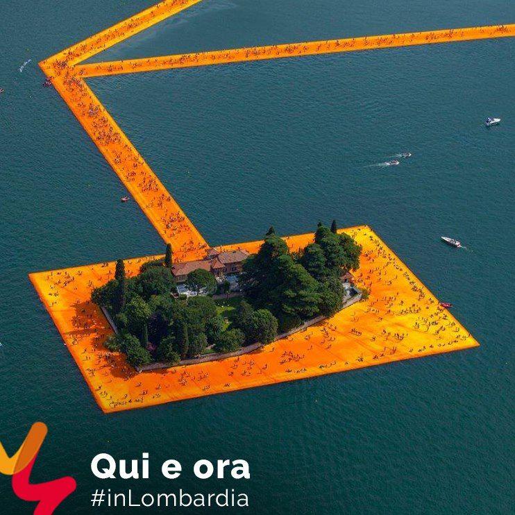 #AZList | QUI E ORA #inLombardia The Floating Piers, il nuovo progetto di Christo, reinterpreta il Lago d'Iseo fino al 3 luglio. Potrai percorrere il lavoro nella sua intera lunghezza, in circolo da Sulzano a Monte Isola e poi fino all'isola di San Paolo. Dalle montagne che circondano il lago avrai uno sguardo indimenticabile sull'opera -->http://bit.ly/1scdg73 #visitlakeiseo @visitlakeiseo @turismovallecamonica