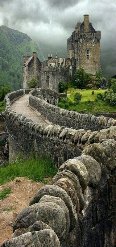 Donan Castle in Scotland. Scotland will always be one of the most beautiful places in the world #castles