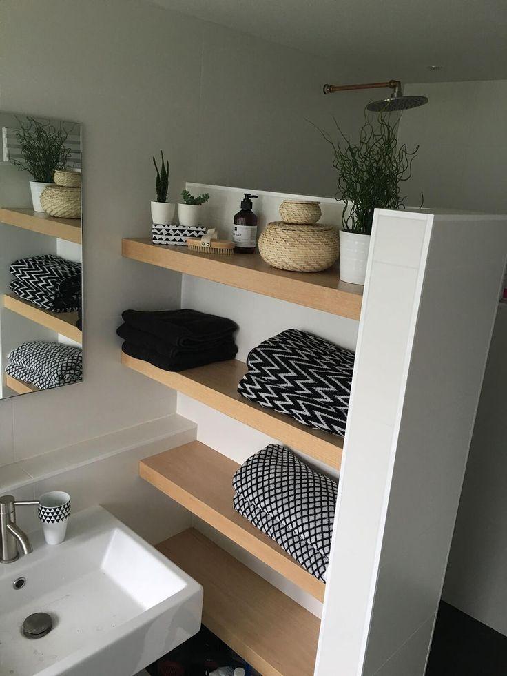 25 Brillante Integrierte Badezimmerablage Und Aufbewahrungsideen Damit Sie Mit Stil Organisiert Bleiben Mit Bildern Badezimmer Regal Badezimmer Badezimmer Klein