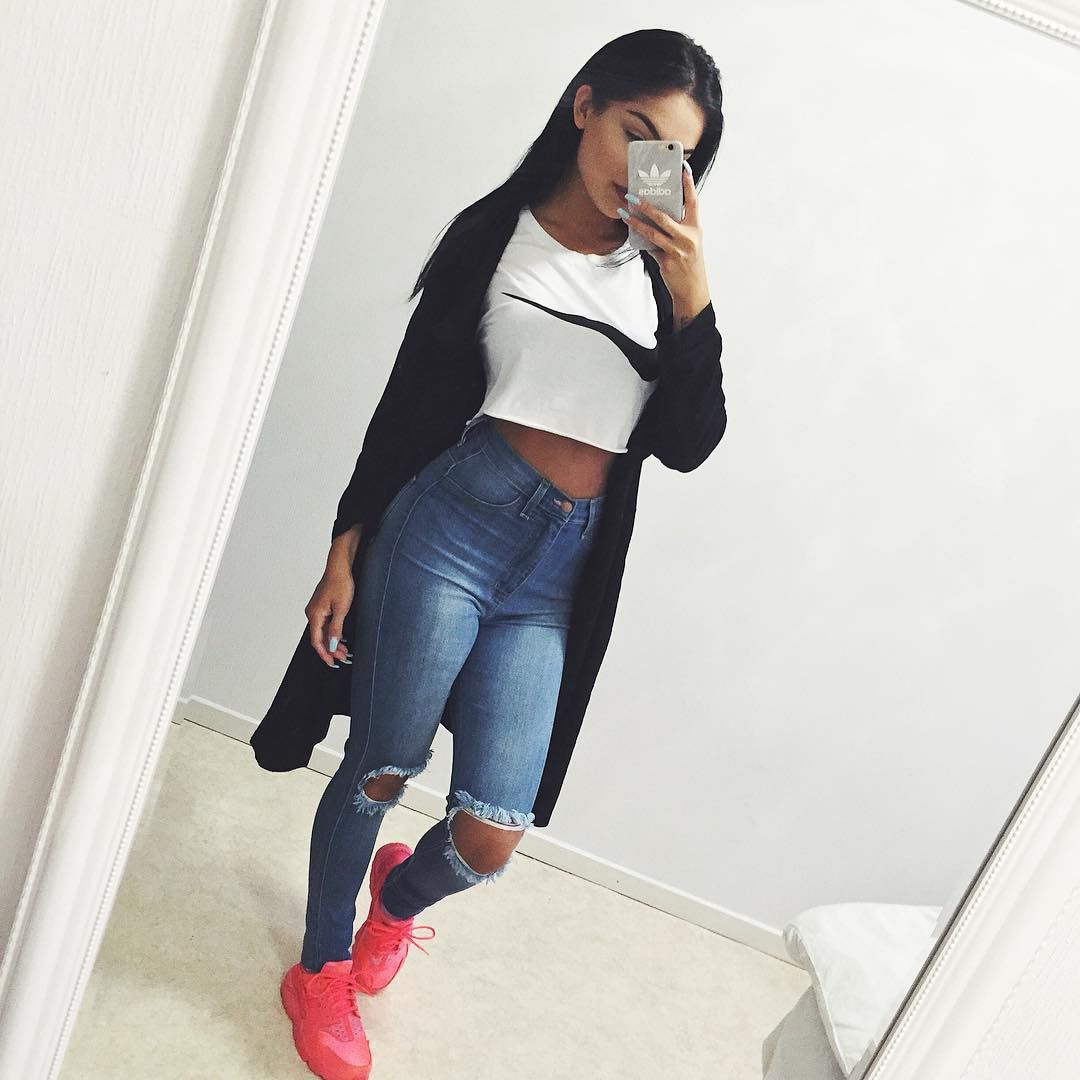 Todays. So bad quality. The only time you can take selfies in the fall is in the middle of the day, when I'm in school😣 time to upgrade my fall closet haha☔️ @fashionnova