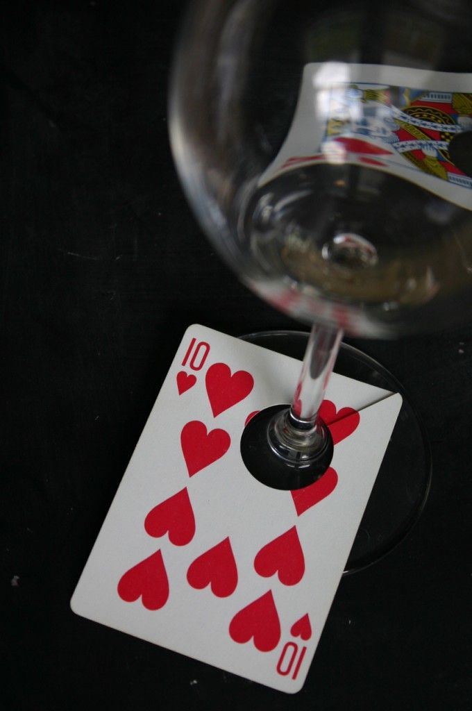 Such a perfect way to mark wine glasses for a party. #poker #party #watchwigs