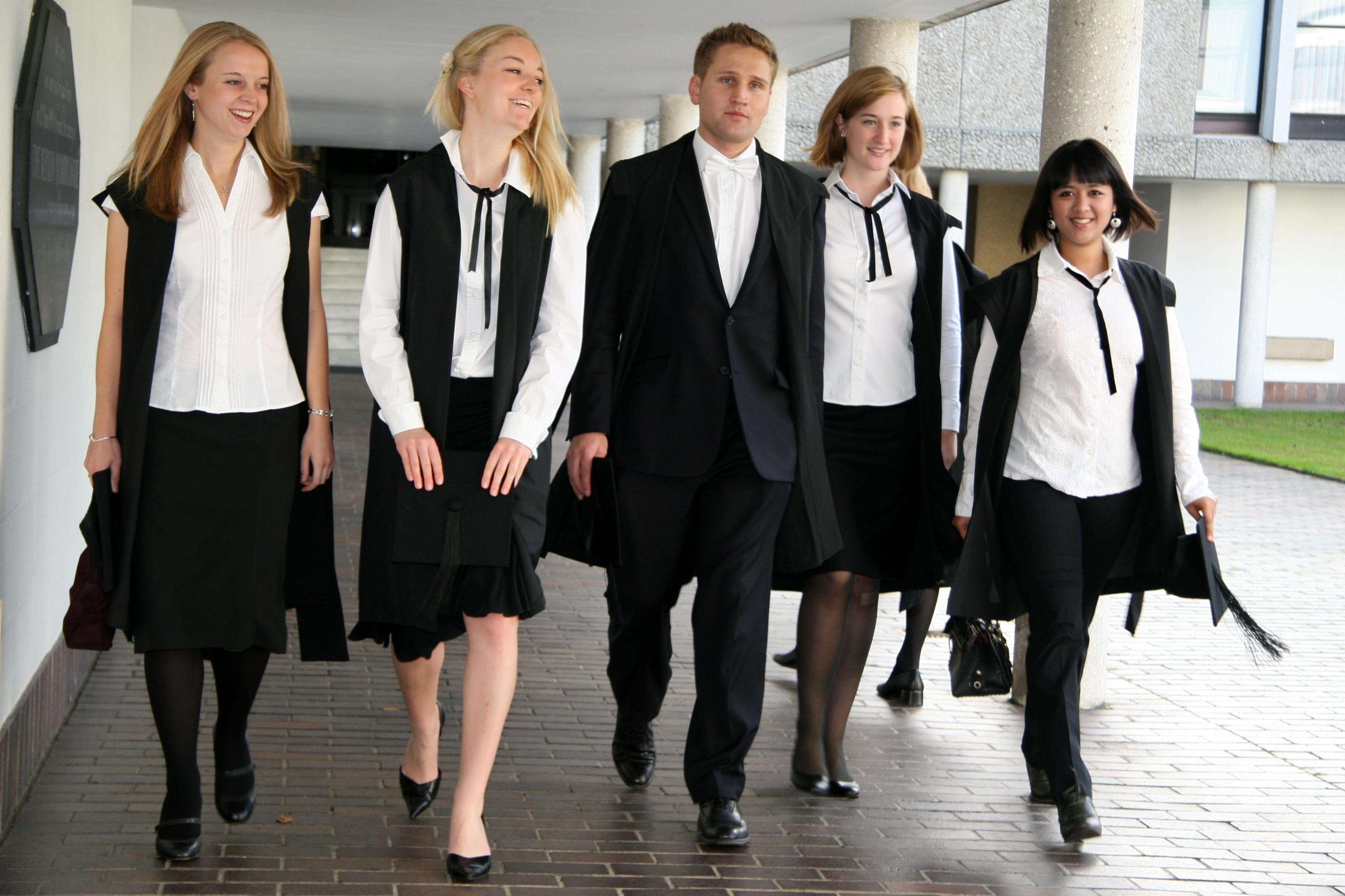 how to dress like a university student
