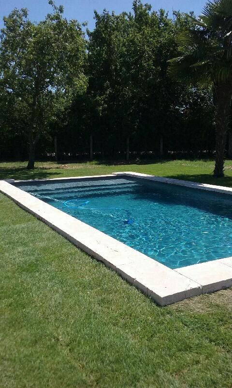 travertin margelle 8cm bassin ancien travertin en 2019 patio con piscina piscinas de piedra. Black Bedroom Furniture Sets. Home Design Ideas