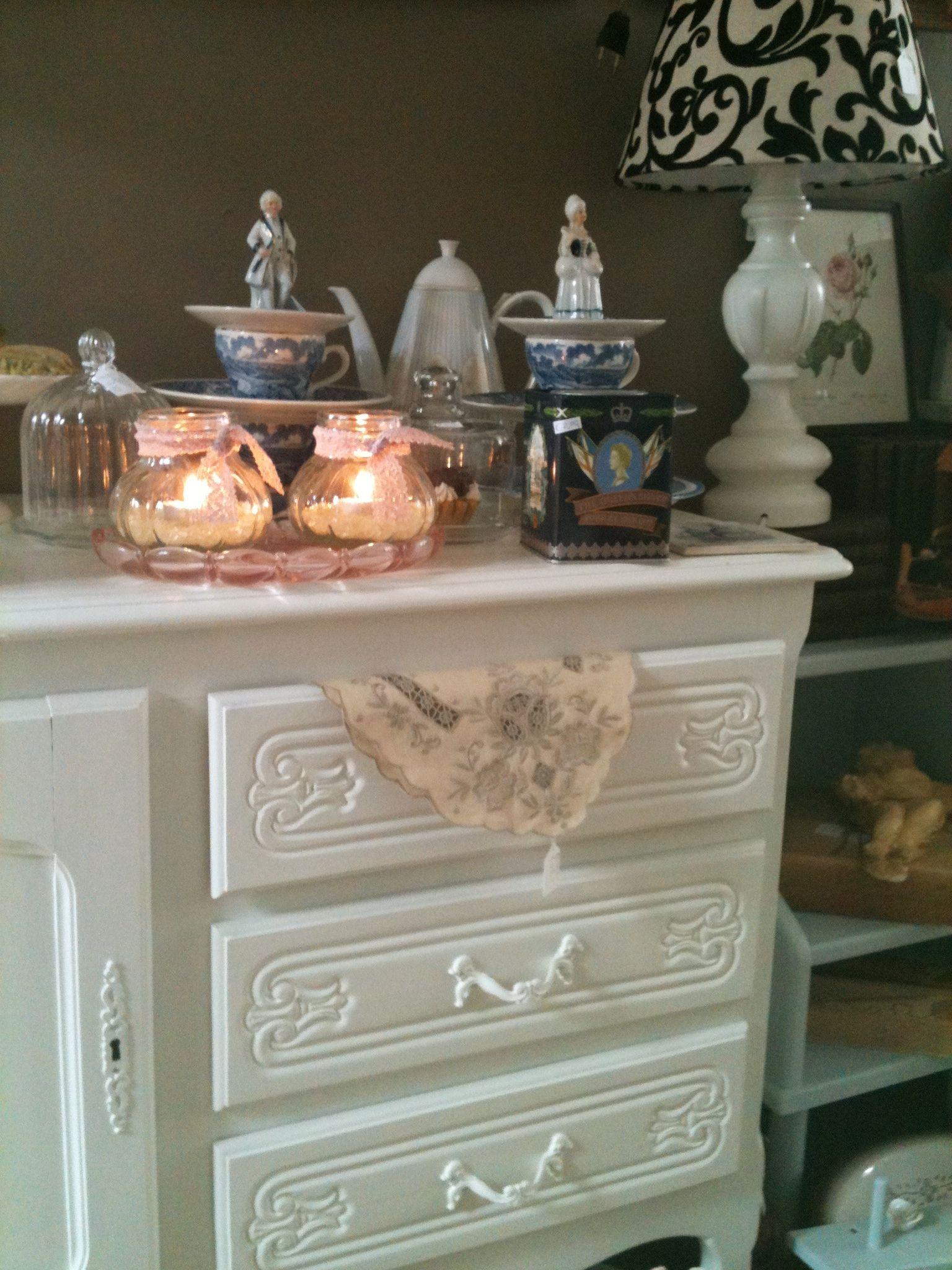 Queen ann style cabinet stuff from the pastspullen van vroeger