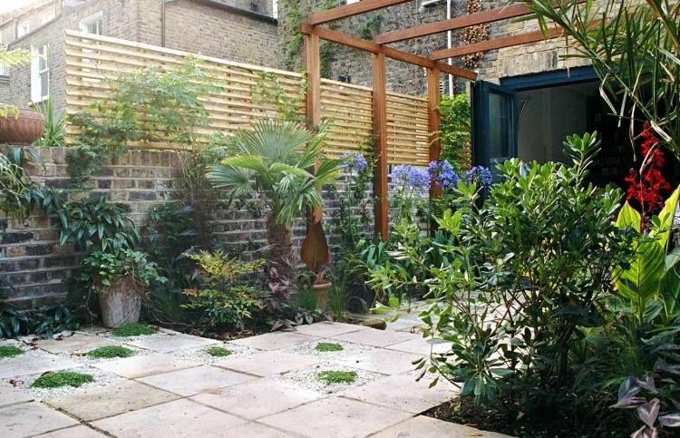 Die Ideen Für Kleinen Hinterhof Gelten Für Alle Fälle, Wo Sie Ihren  Außenbereich Funktionell Vergrößern Und Eine Stelle Zum Ausruhen Gestalten  Möchten.