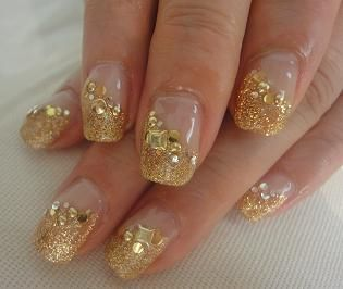 gold and white wedding. manicure