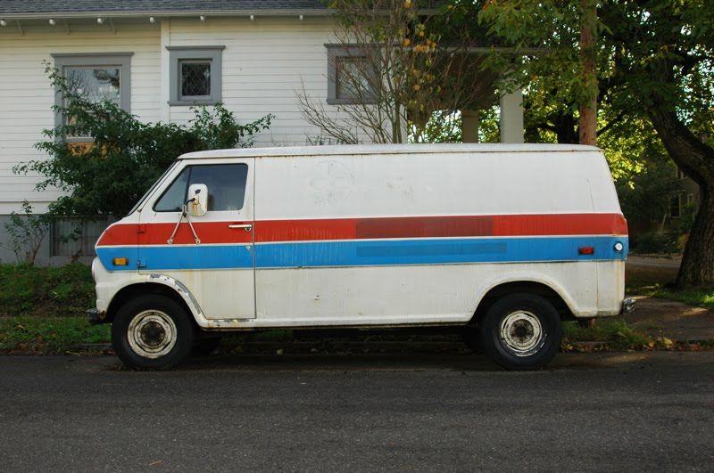 Ford Econoline Supervan de 1973 #van #vans #minivan #supervan #trucks #ford #econoline #vintage #1973 #70s