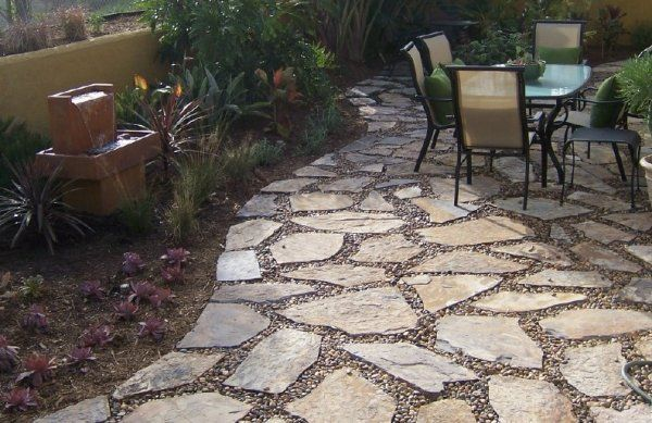 Here S A Flagstone Patio With The Middle Filled In Pea Gravel And Pebbles Ideas Pinterest