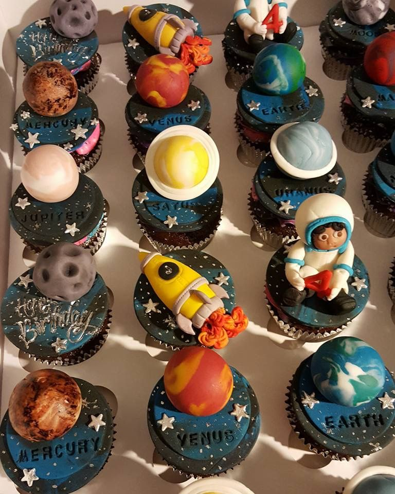 Solar system planets, rockets and astronauts cupcake ...