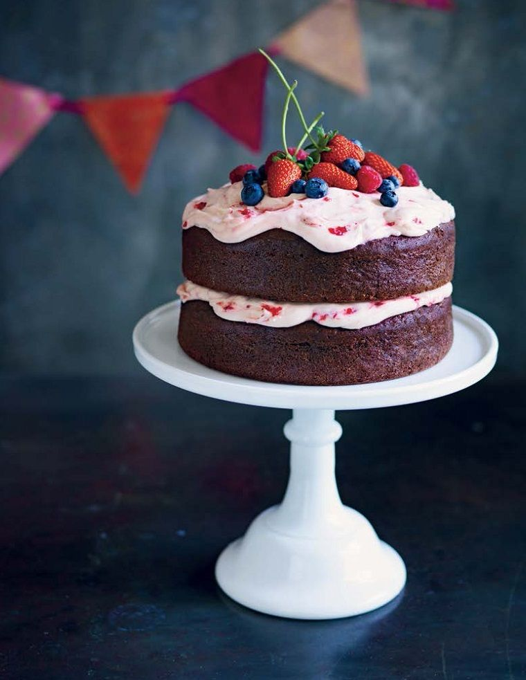Thermomix recipes Chocolate berry birthday cake It is delicious