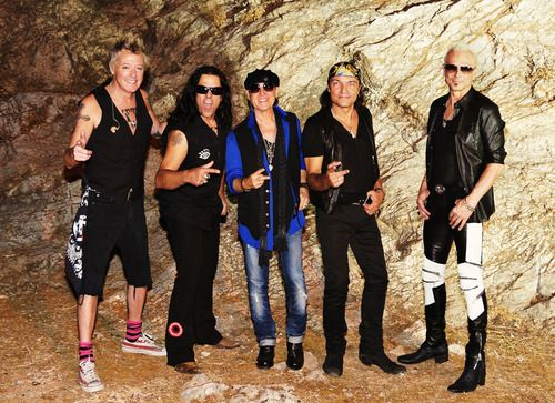 Brand New Video From Legendary International Hard Rockers Scorpions Holiday Has Exclusive Worldwide Premiere On Usatoday Com In 2020 Mtv Unplugged Mtv Premiere