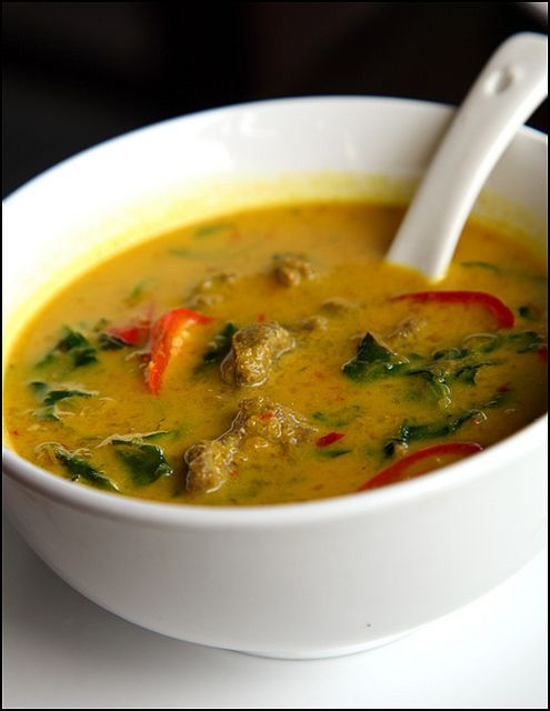 Malaysian yellow-beef-curry by vkeong, via Flickr