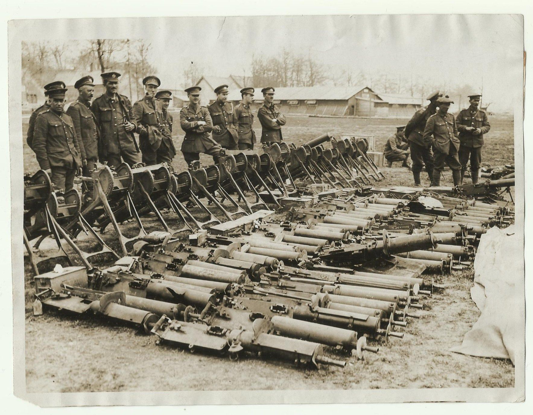 german guns captured by the canadians at vimy ridge canons german guns captured by the canadians at vimy ridge 1917 canons allemands capturatildecopys par les
