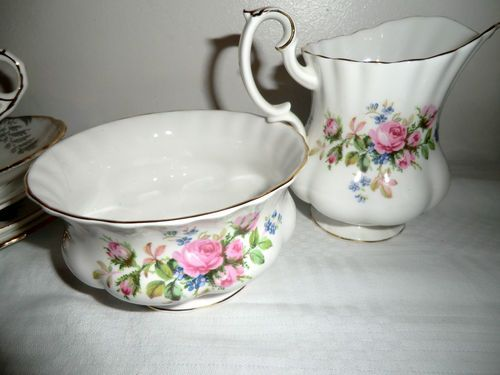 ROYAL ALBERT MOSS ROSE MILK JUG & SUGAR BOWL - VINTAGE ENGLISH BONE CHINA TEA.