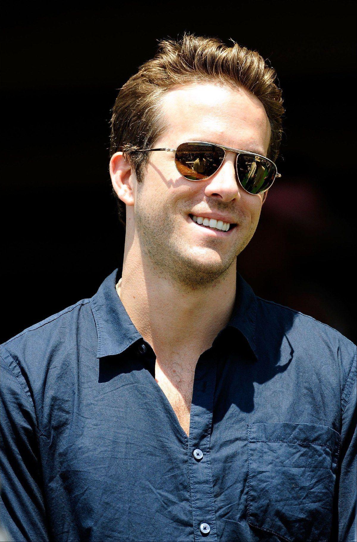 Ryan Reynolds in blue ... Ryan Reynolds