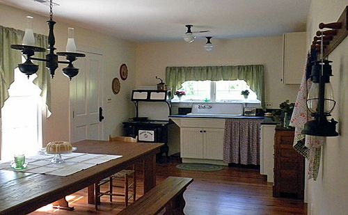 Walton\'s Farmhouse Floor Plan   these are pictures of the real ...