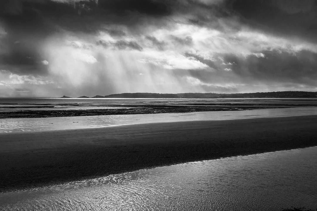 Storm over Mumbles Head #blackandwhitephotography #monochrome #nikond710 #nikonphotography  #landscapelovers #landscape_captures #igerswales #igcymru #naturephotography #natureshots #naturelovers #sea #swanseabay #rainydays #placestovisit #walks #swanseamarina #cloudyday #storms #atmospheric by rosalind_photos