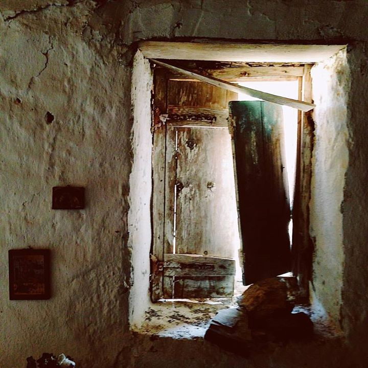 A collapsing door at an old castle in the Mani Peninsula. #castle #manipeninsula & A collapsing door at an old castle in the Mani Peninsula. #castle ...