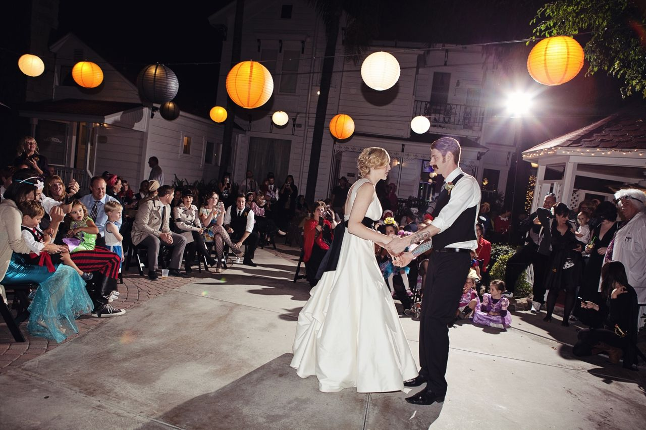 Halloween theme wedding wedding theme halloween pinterest halloween theme wedding junglespirit Image collections