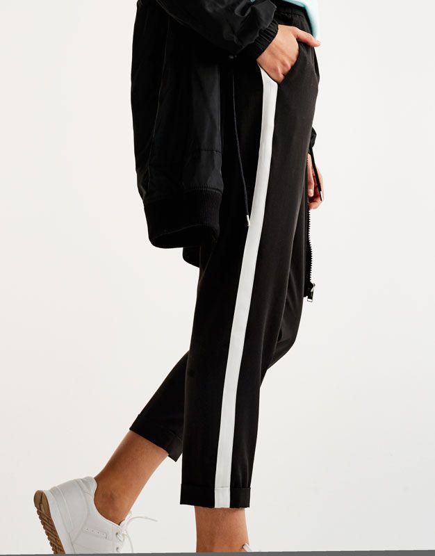 ae900992aeb Pantalón jogging tailoring raya lateral - Pantalones - Ropa - Mujer -  PULL BEAR España