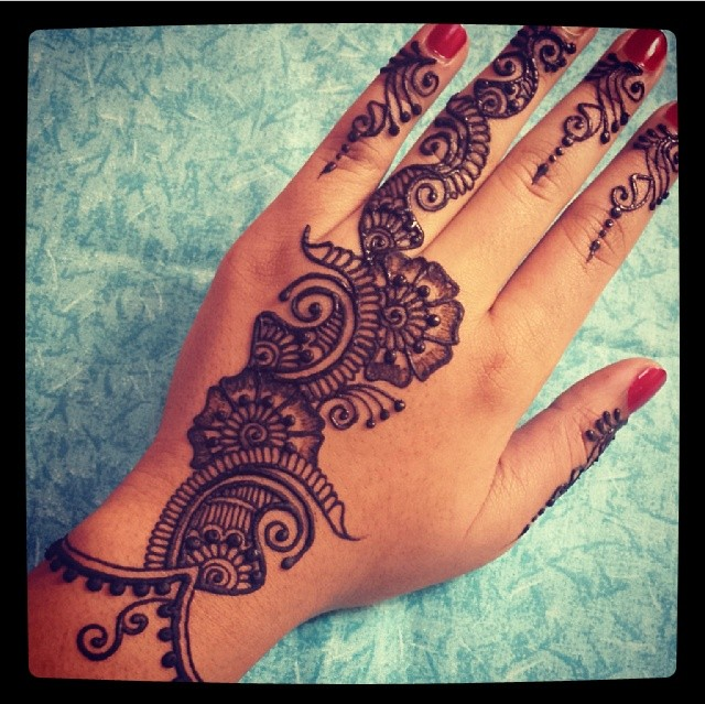 If I could find someone that could give me a henna tattoo, I would like this
