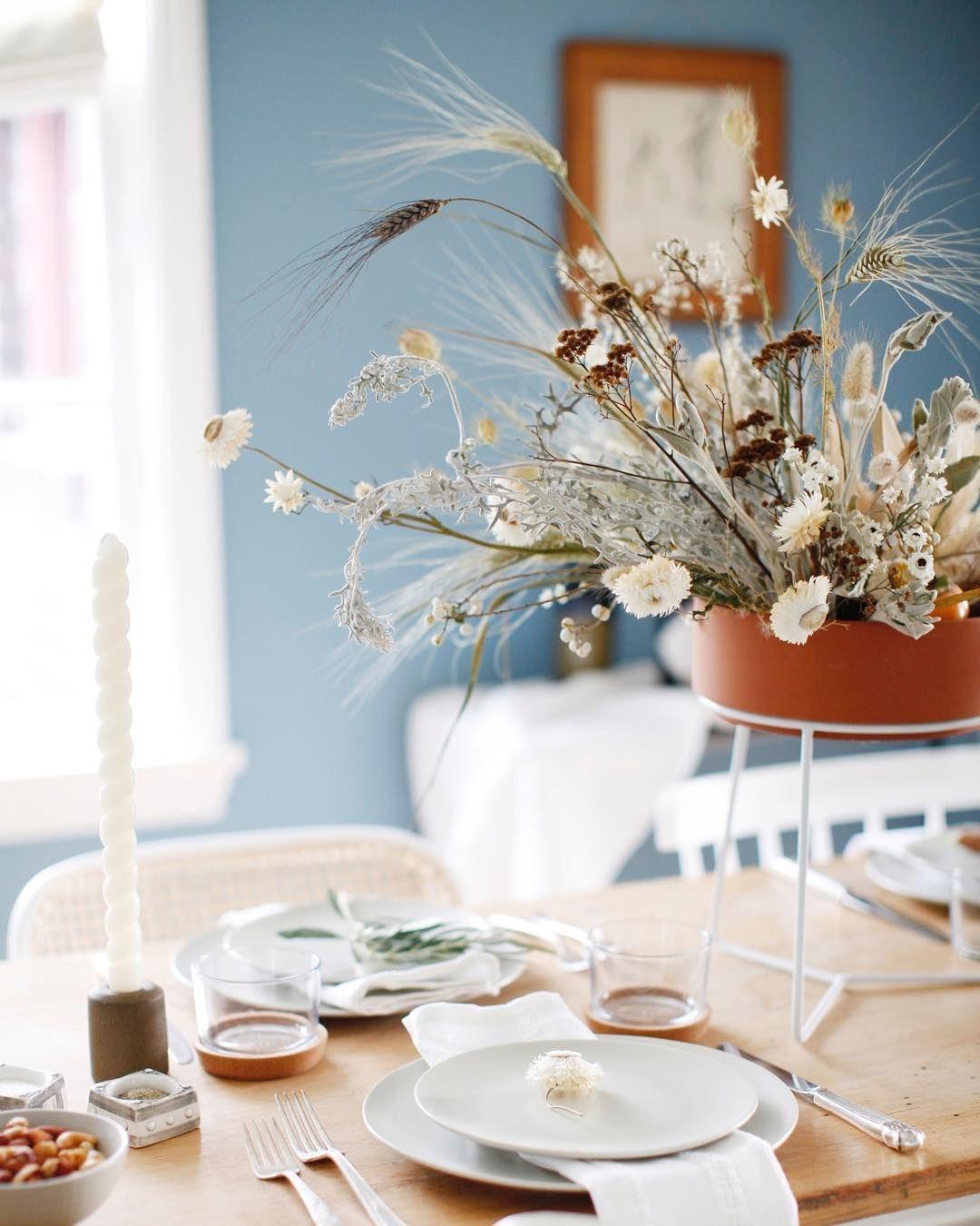 modern and earthy thanksgiving fall tablescape decor ideas blue rh pinterest com