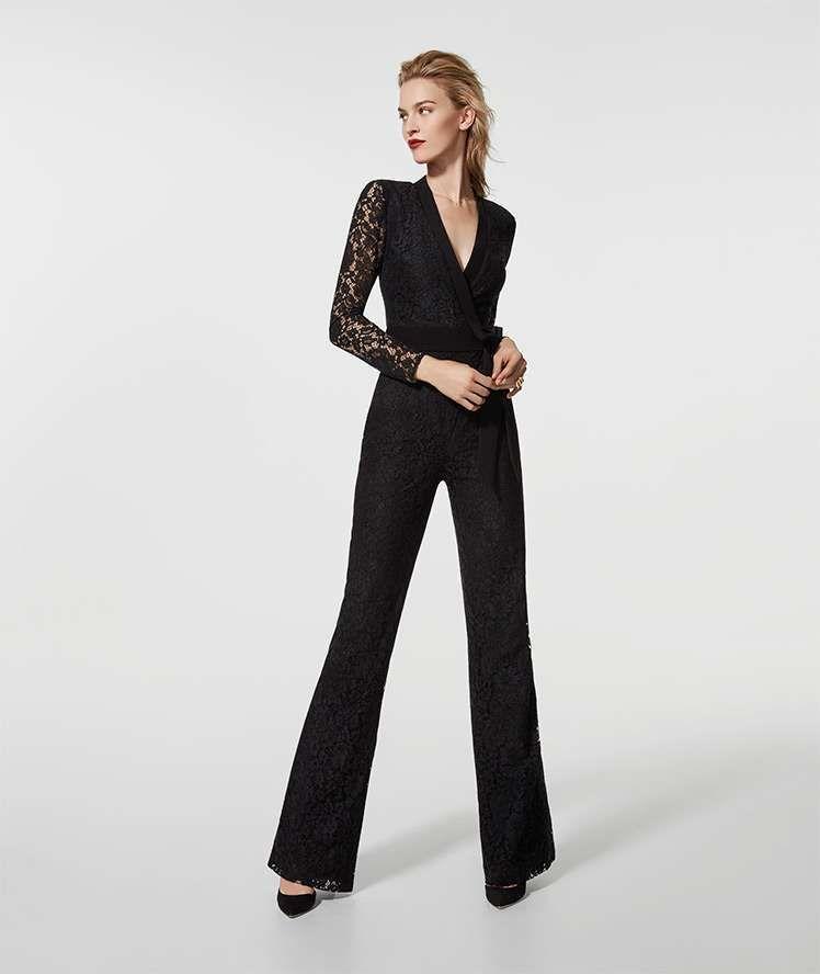 80f4c7ffede9 Jumpsuit con pantaloni di pizzo Pronovias - Modello elegante a zampa ...
