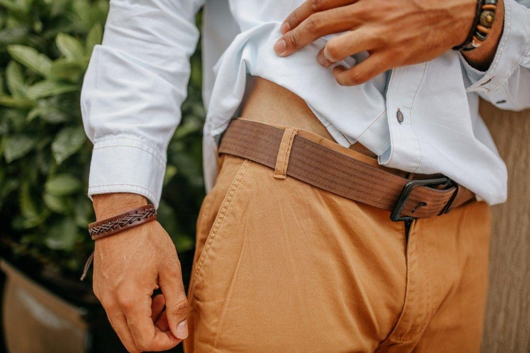 Quando a pessoa tem estilo até na escolha dos acessórios👏Cinto de couro marrom listrado, pulseira costurada e pulseira sol, disponíveis no site www.lojasvinco.com.br . Foto: @camillasellaphotos 💙  Model: @felipejacometo 💛 . #lojasvinco #amolojasvinco #soupurosangue #lookmasculino #modamasculina #tendência #moda #modaparahomens #modamasculina #modahomem #homensestilosos #coleçãoverão2018 #modamasculina #atacado #atacadoevarejo #maringá #londrinando #londrina #verão2018 #pulseirismo #pulseira