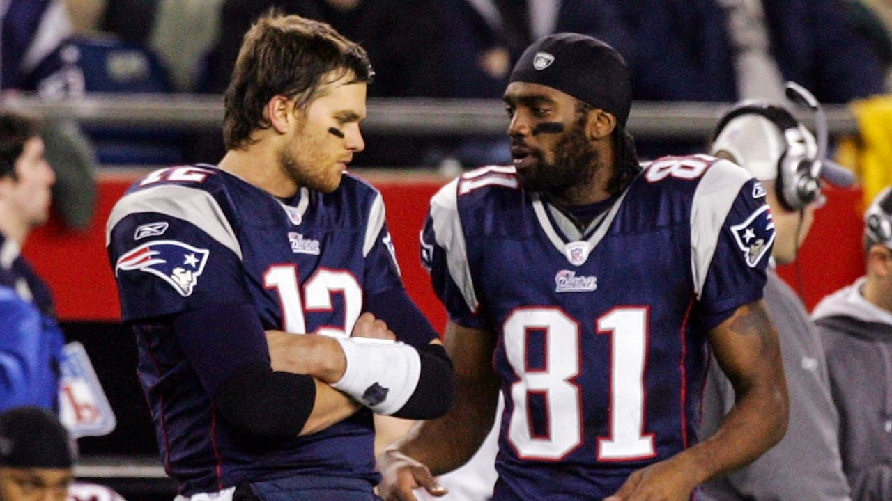 Tom Brady Randymoss Era Vs Matt Ryan Juliojones Era Superbowl Movietvtechgeeks Patriots Via Movietvtechg Tom Brady Handsome Football Players Nfl Patriots