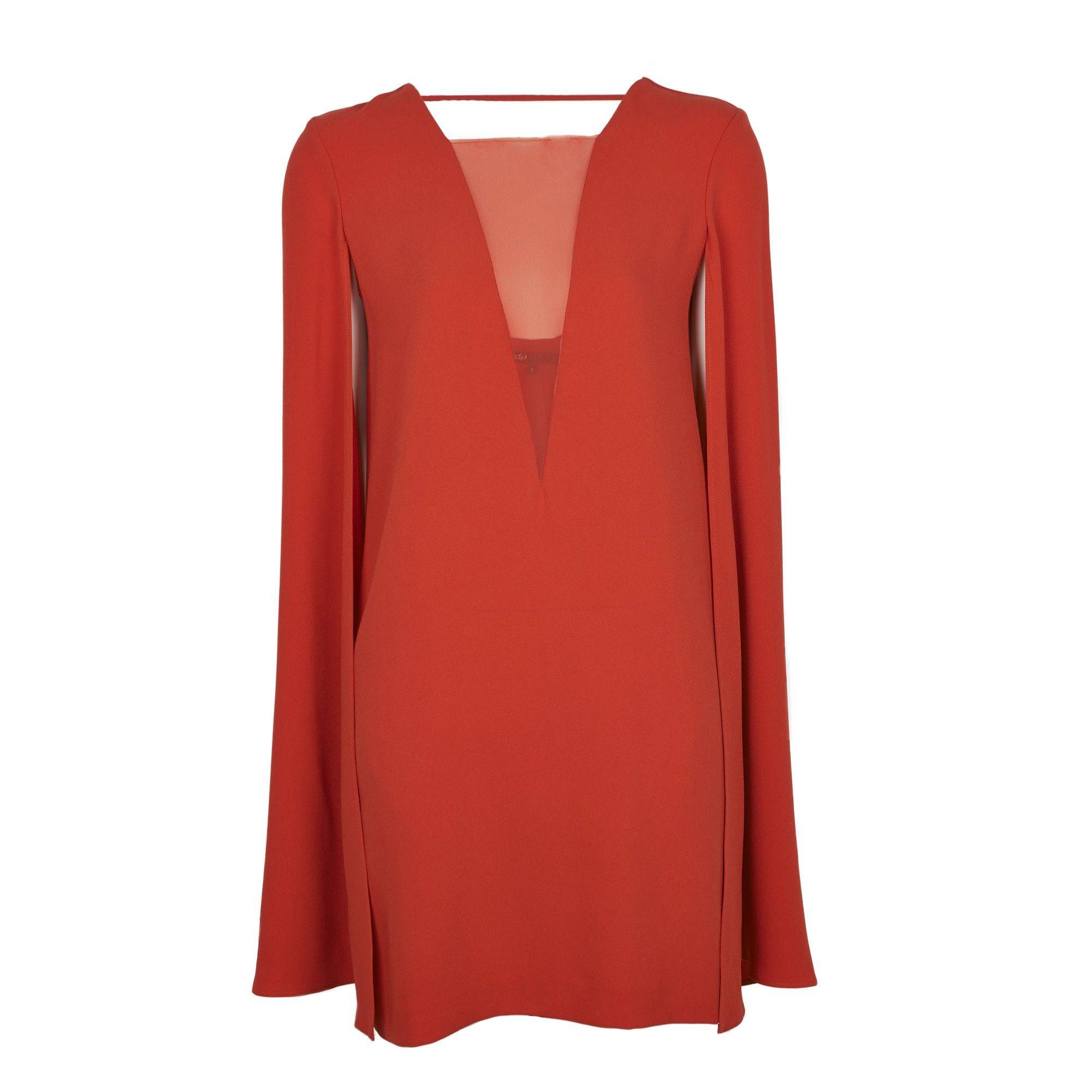 Robe rouge avec cape