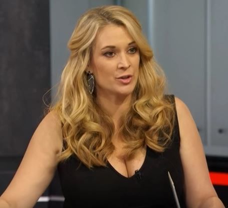 Nicole briscoe cleavage nude — photo 4