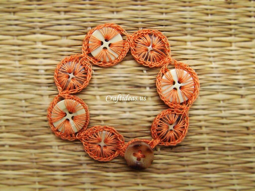 Crochet buttons bracelet - tutorial