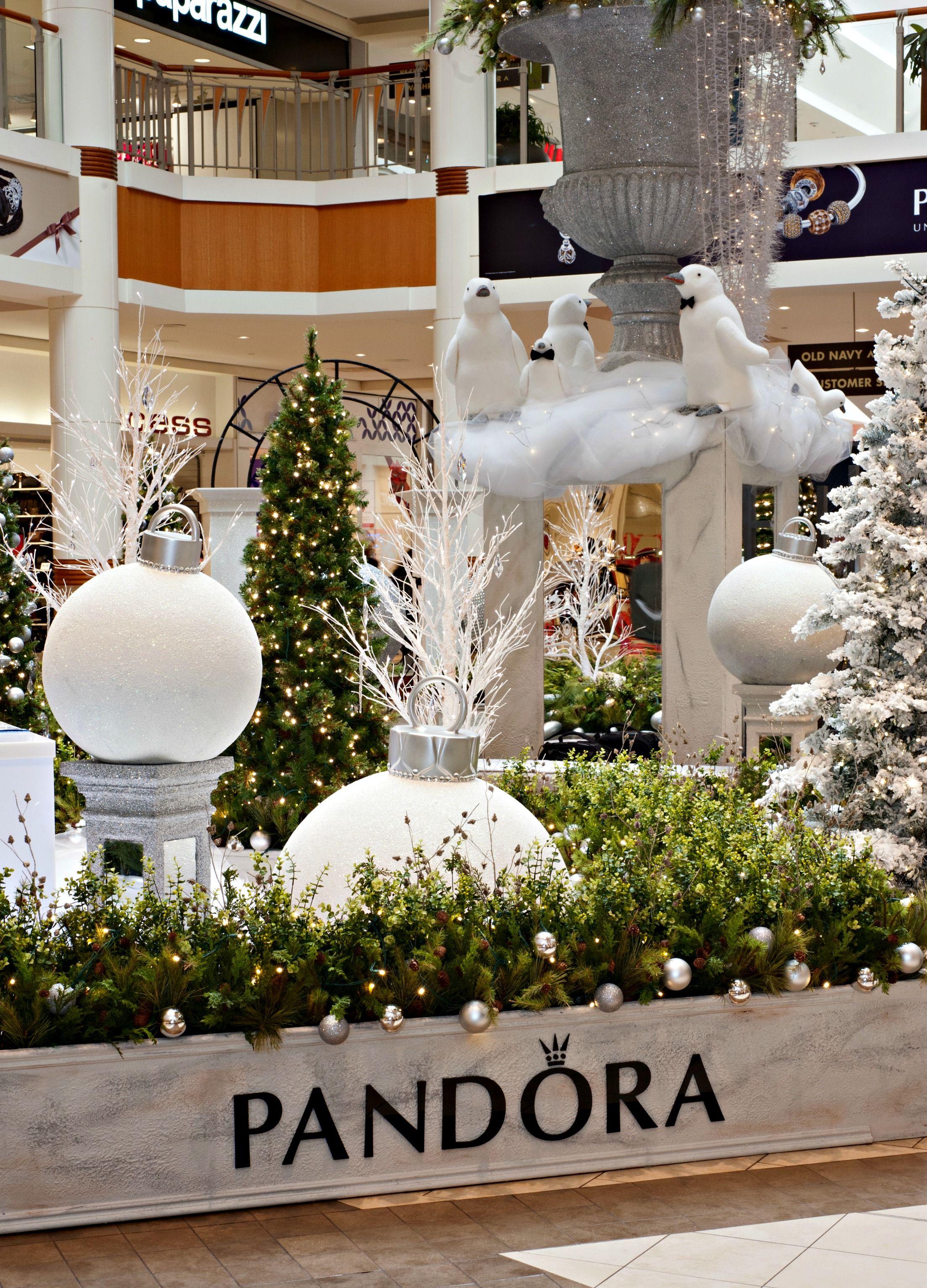 Check out this beautiful Pandora Winter Wonderland Santa set at BCC.  Stunning partnership between Pandora and #BramaleaCityCentre