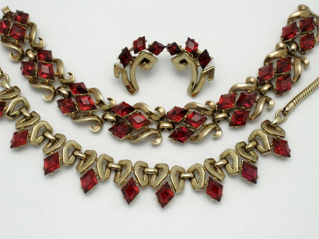 Vintage trifari pat pend red rhinestone necklace bracelet earrings