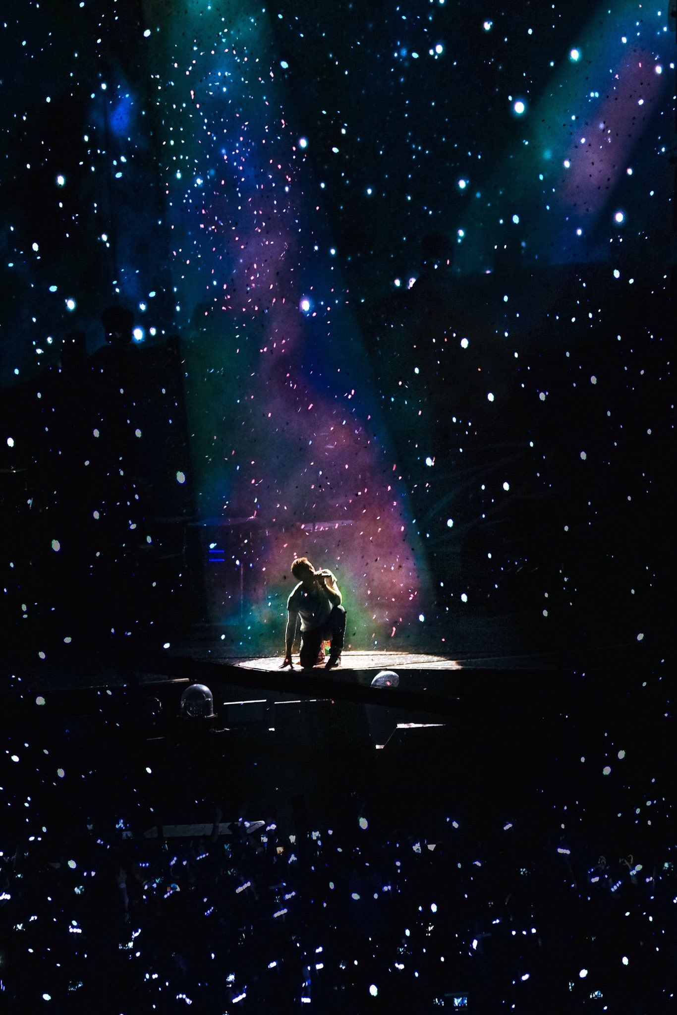 Chris Martin And A Sky Full Of Stars Xylobands Coldplay Ahfod Tour Cardiff 11 July 2017 Coldplay Art Coldplay Coldplay Wallpaper
