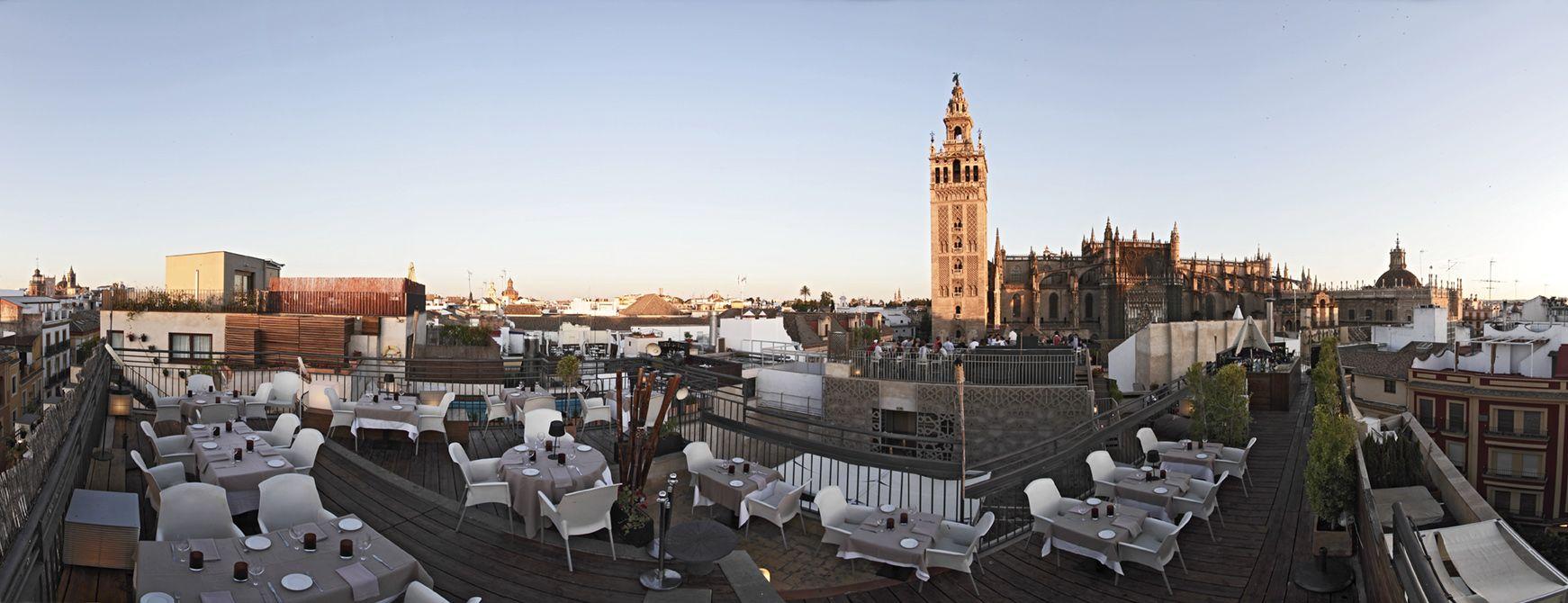 Vistas Panorámicas De La Terraza De Eme Sevilla Hotel