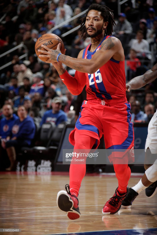 Derrick Rose Of The Detroit Pistons Handles The Ball Against The Derrick Rose Detroit Pistons Nba Stars