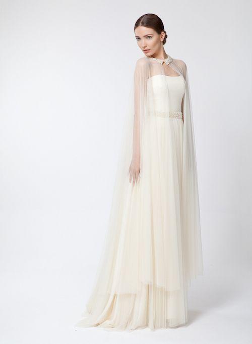 novias con capa   con tacones y de boda   vestidos de novia :3