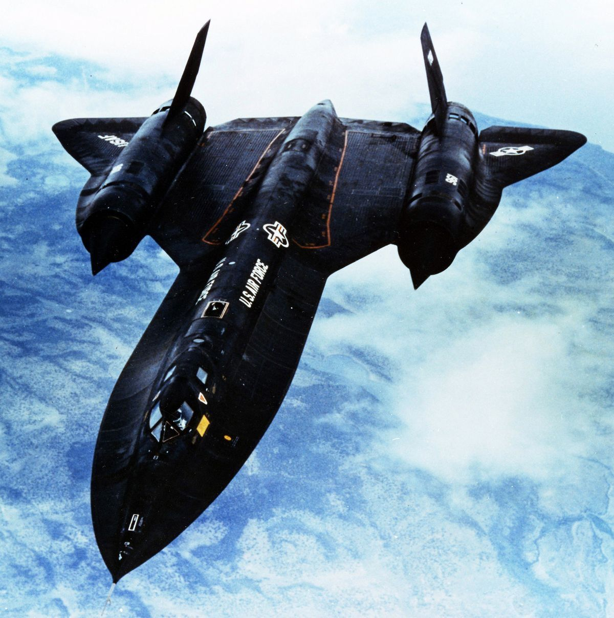 SR-71 Blackbird Cold War-Era Speed Demon, able to fly at ...