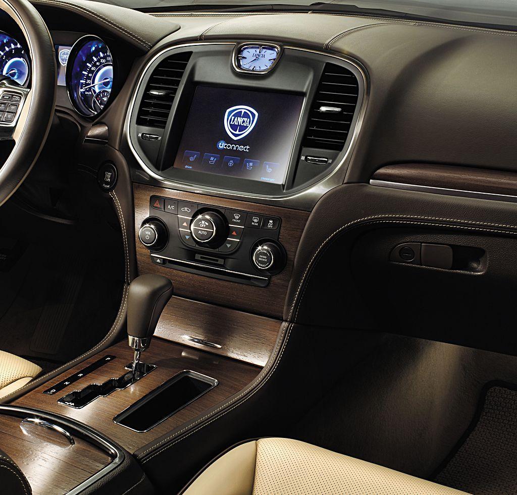 Lancia Thema. Bo liczy się wnętrze…