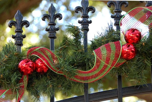 Garden Fence Christmas Decoration Garland Ribbons Red