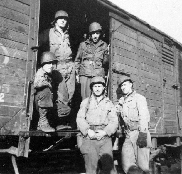 0073-732-ROB-1944-1945.jpg